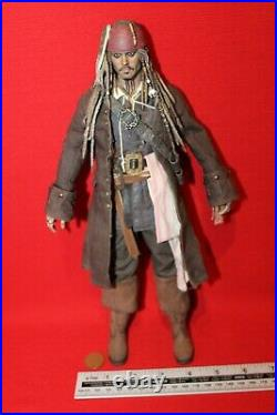 HOT TOYS 16TH SCALE PIRATES OF THE CARIBBEAN FIGURE Captain Jack Sparrow