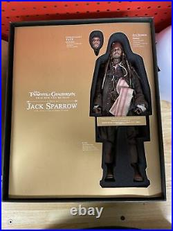 Hot Toys DX15 Pirates of the Caribbean Jack Sparrow 1/6 Scale Collectible Figure